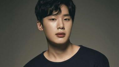 Kim Dong Hee (1999)