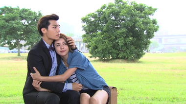 Le Si comforts Tian Xing: Fall in Love With Me