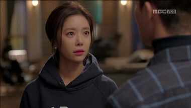 Seo Joon's Sweet Confession to Jung Eum Folding the Sleeves of Her Sweat Shirts: Ela era Linda