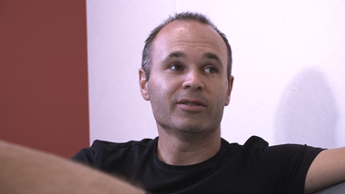"Iniesta TV: Discover Japan Episode 12: Japanese Lesson #2 Basic Words for Daily Life and Football, ""Stand up!"""
